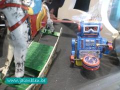 robot jouet 1.jpg